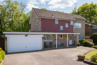 Hillcrest, Scaynes Hill £499,950