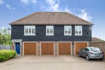 2 Updown Hill, Bolnore Village - £215,000